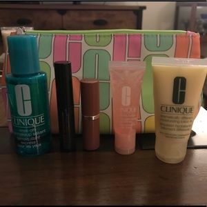 🆕 Clinique Samples with Make Up Bag!